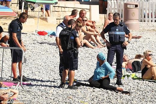 France cops.jpg
