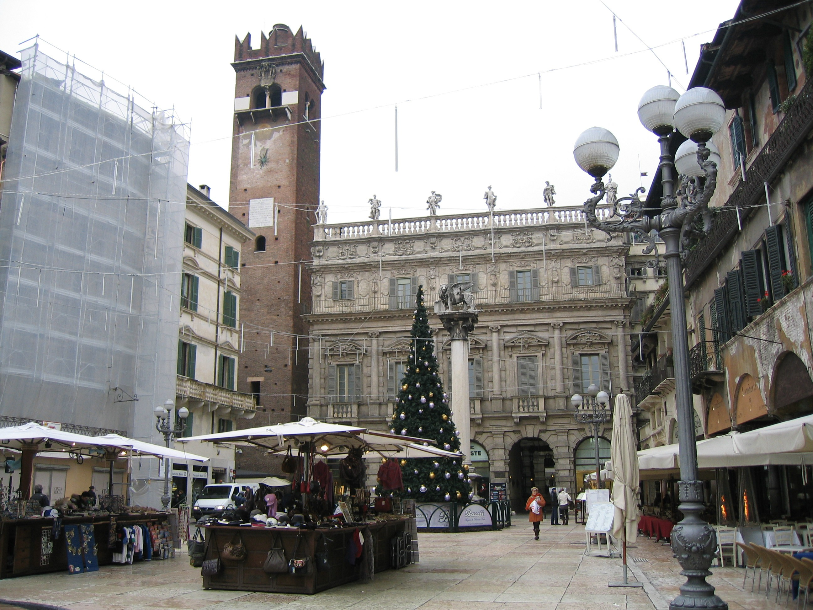 Piazza dell'erbe1.jpg