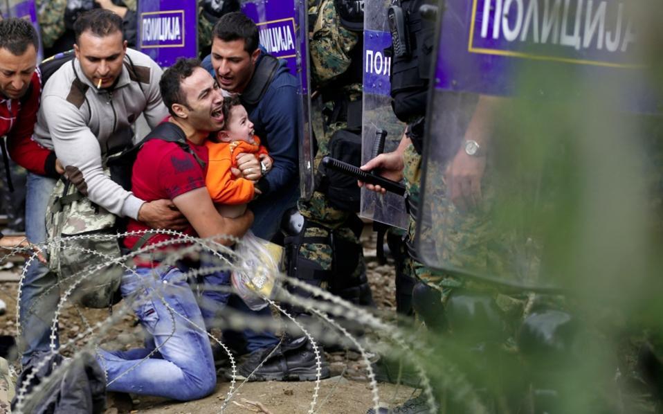fyrom_border_refugees_web-thumb-large.jpg