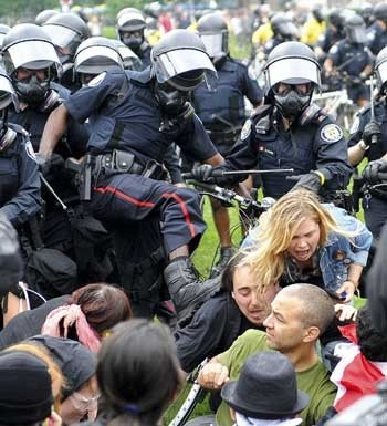 g20 police thugs.jpg