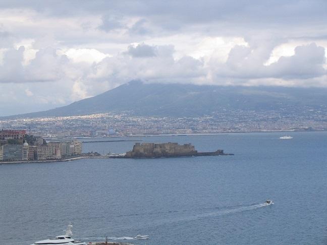vesuvius and Castello dell'Ovo.jpg